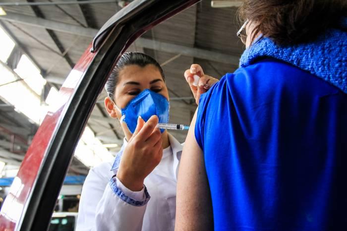 Prefeitura imuniza 3.549 cidadãos nesta segunda-feira