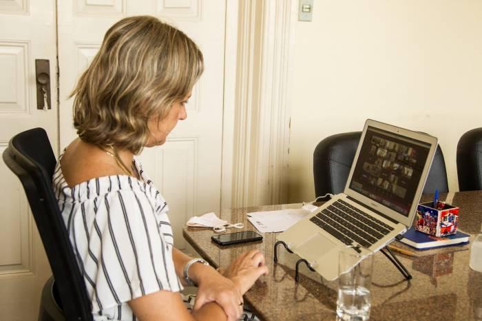 Prefeita participa de discussões sobre vacinação em reunião da Azonasul