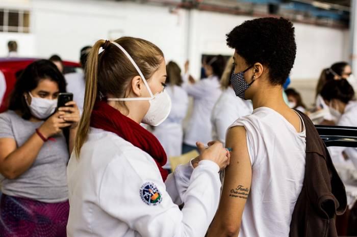Vacinação por faixa etária alcança pessoas com 20 anos ou mais