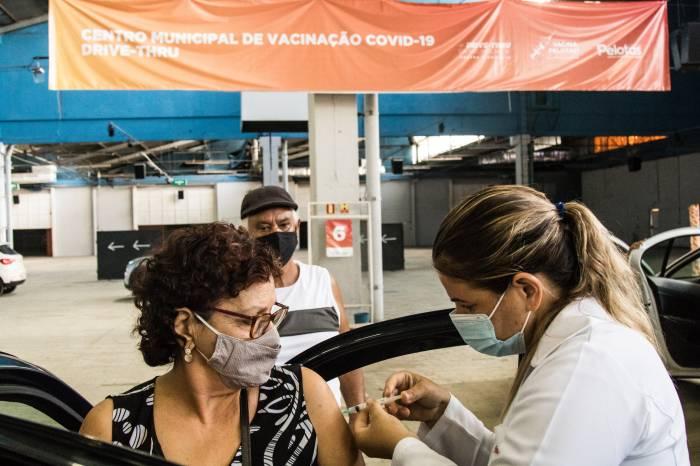 Vacinação chega para idosos com 63 anos ou mais