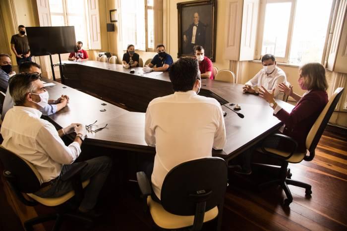 Prefeita reúne-se com representantes de academias e ginásios