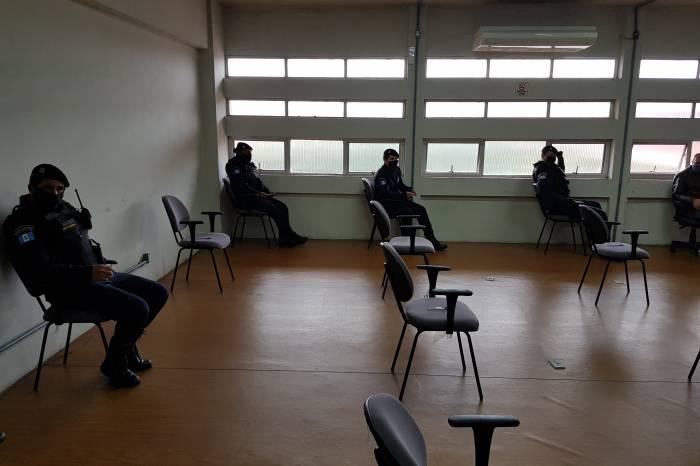 Guardas municipais recebem instrução sobre a lei da máscara