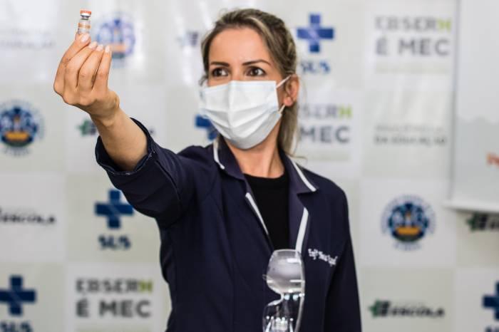Processo de vacinação em Pelotas completa seis meses