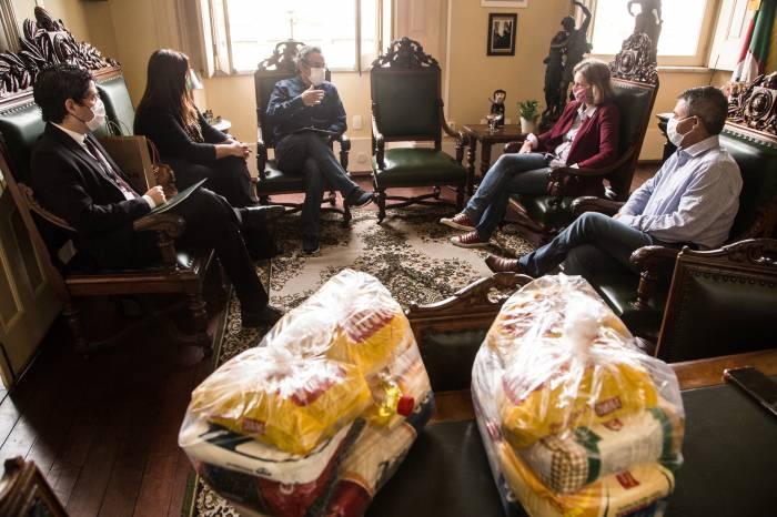 Prefeitura recebe 1.242 cestas de alimentos da Unicred