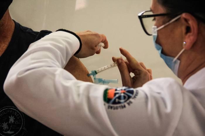 Semana se inicia com mais de 3,7 mil vacinados contra Covid-19