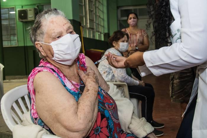Mais 530 idosos são imunizados nesta sexta-feira contra a Covid-19