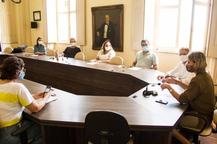Prefeitura determina critérios para vacinar grupo prioritário contra Covid-19