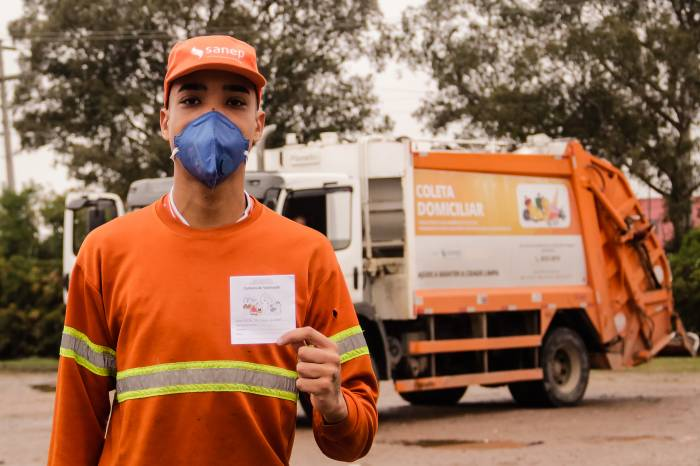 Trabalhadores da coleta de resíduos sólidos são vacinados