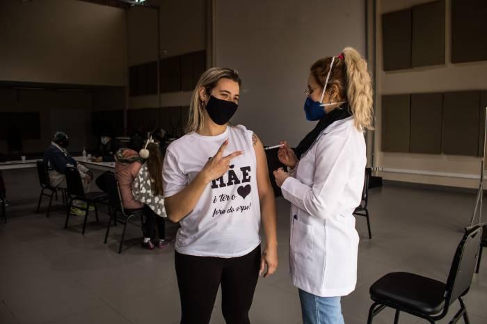 Prefeitura imuniza 1.474 pessoas contra a Covid-19 nesta quarta-feira