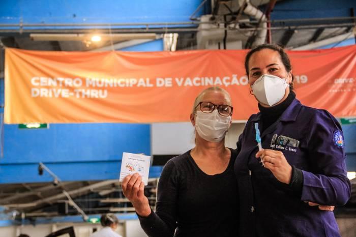 Vacinação: mais 1,2 mil pessoas concluem processo nesta quinta-feira