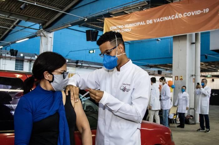 Vacinas remanescentes garantem proteção a outros grupos prioritários