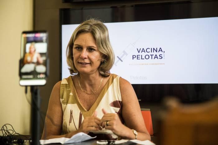 Prefeita orienta sobre início da vacinação para idosos