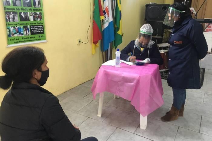 Prefeitura entrega alimentos a famílias do Areal