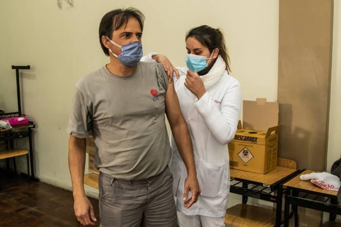 Pelotas imuniza mais 638 caminhoneiros contra a Covid-19