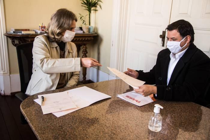 Paula sanciona leis que ajudam Santa Casa e vítimas da violência