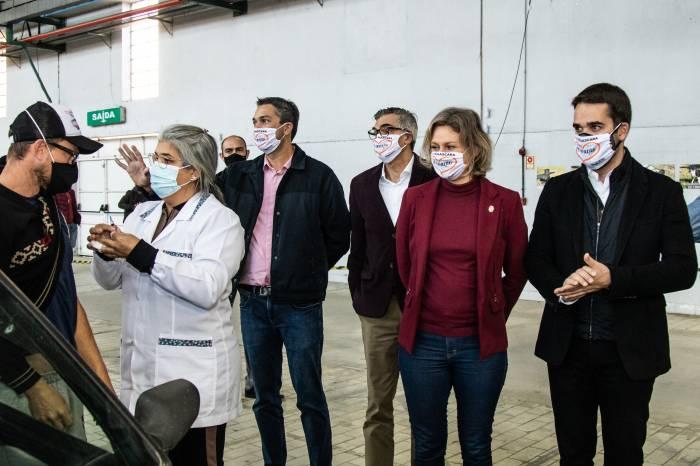 Governador e prefeita visitam o Centro de Vacinação de Pelotas