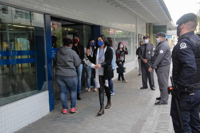 Sancionada a Lei da multa pelo não uso de máscara e sobre aglomerações