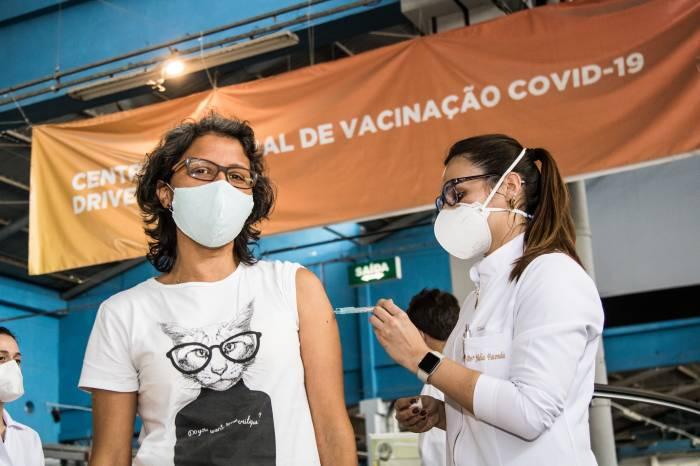 Vacinação: segunda dose chega para mais 2.371 pessoas