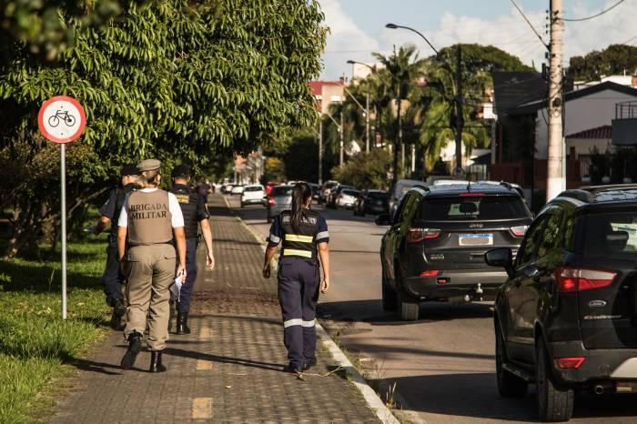 Forças de segurança fiscalizam uso da máscara