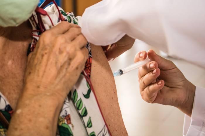 Idosos acamados: nova faixa etária começou a ser vacinada